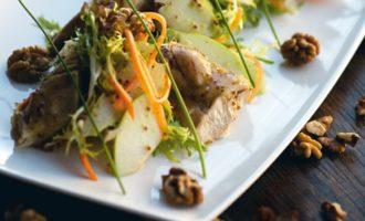 Салат из курицы с сельдереем и яблоком